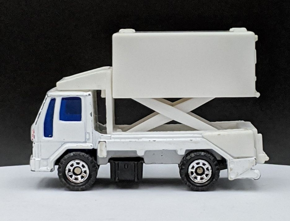 Ford Cargo Airline Food Service Truck